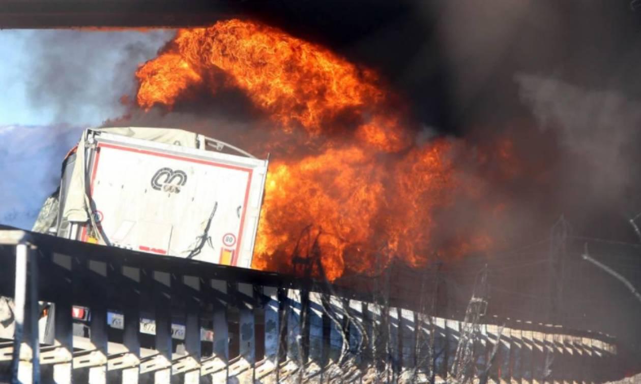 Έκρηξη βυτιοφόρου σε αυτοκινητόδρομο στην Ιταλία – Δύο παιδιά ανάμεσα στους έξι νεκρούς (Pics+Vids)