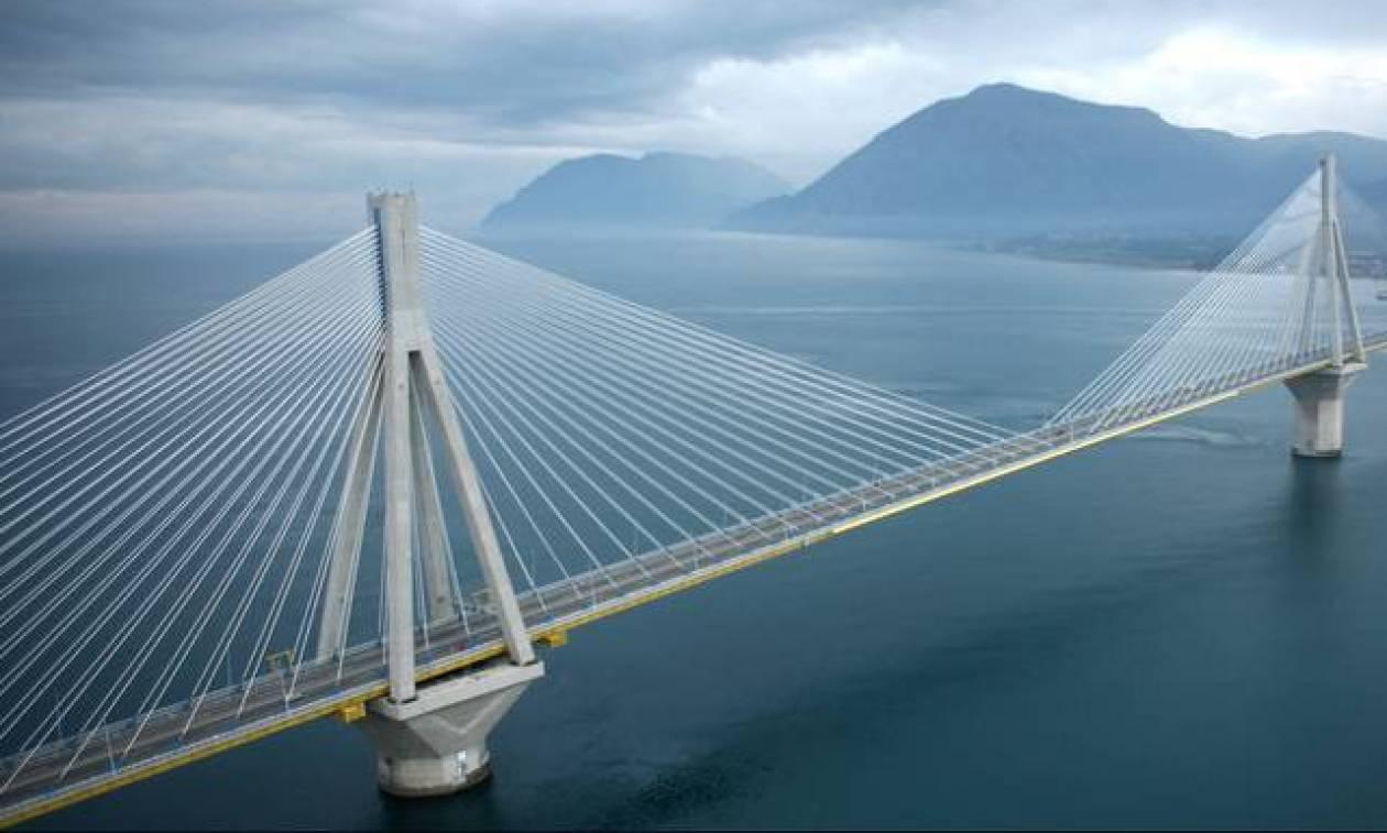 Το ανορθόγραφο μήνυμα στη γέφυρα Ρίου – Αντίρριου που έγινε viral (photo)