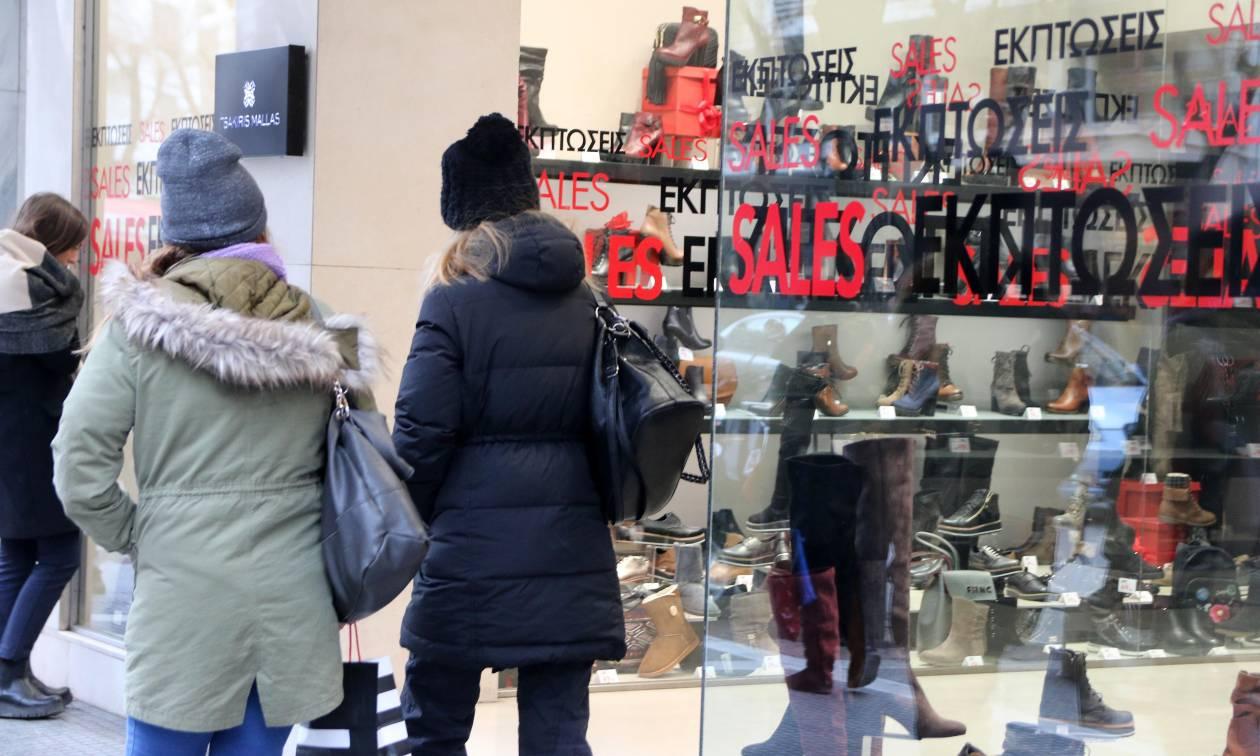 Χειμερινές εκπτώσεις: Δείτε από πότε ξεκινούν - Ποιες Κυριακές θα είναι ανοικτά τα καταστήματα