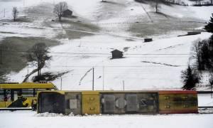 Θυελλώδεις άνεμοι χτυπούν αλύπητα την Ελβετία: Η καταιγίδα εκτροχίασε τρένο - Δείτε φωτογραφίες