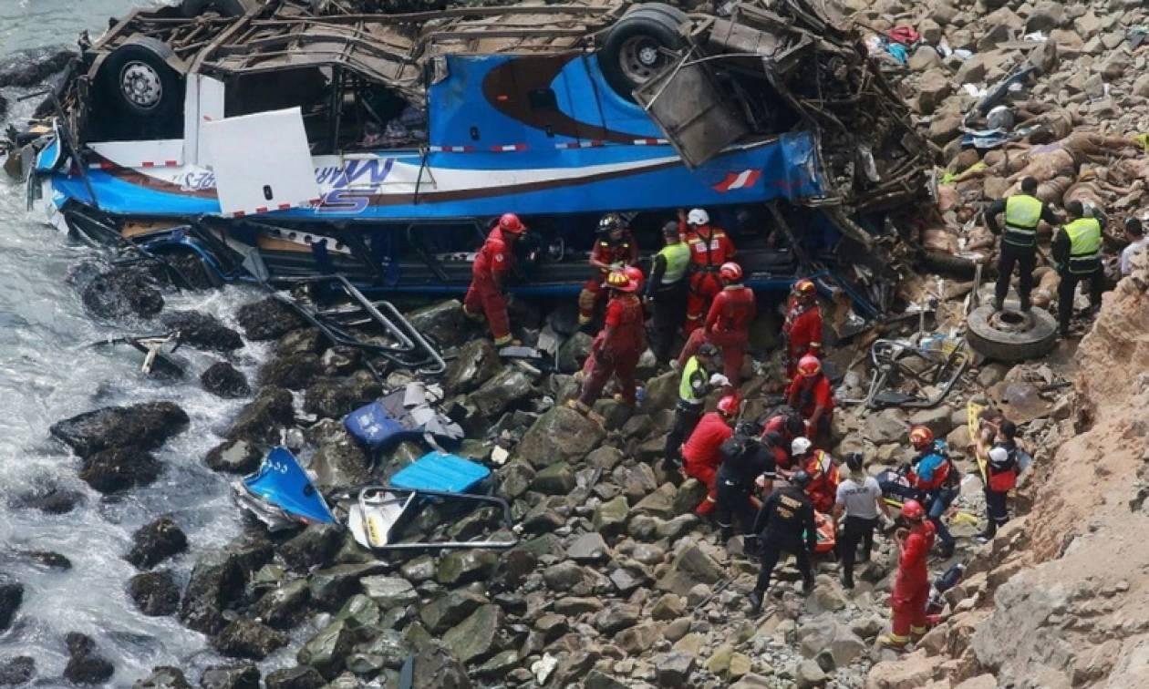 Τραγωδία στο Περού: Στους 51 αυξήθηκαν οι νεκροί από την πτώση λεωφορείου σε γκρεμό (pics+vid)
