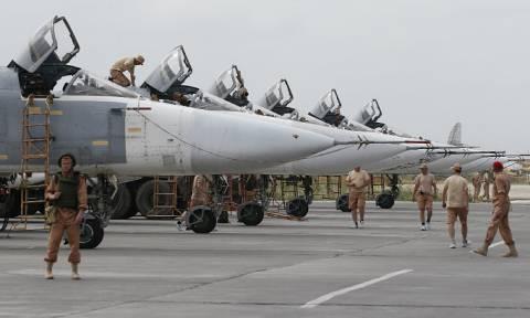 """Двое российских военных погибли при обстреле боевиками базы """"Хмеймим"""""""