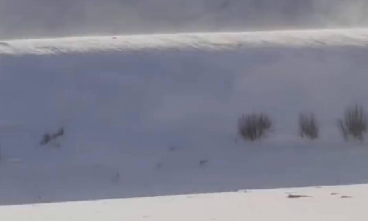 Γυναίκα «έπιασε» στην κάμερά της το πιο σπάνιο τσουνάμι χιονιού που έχει καταγραφεί ποτέ (video)