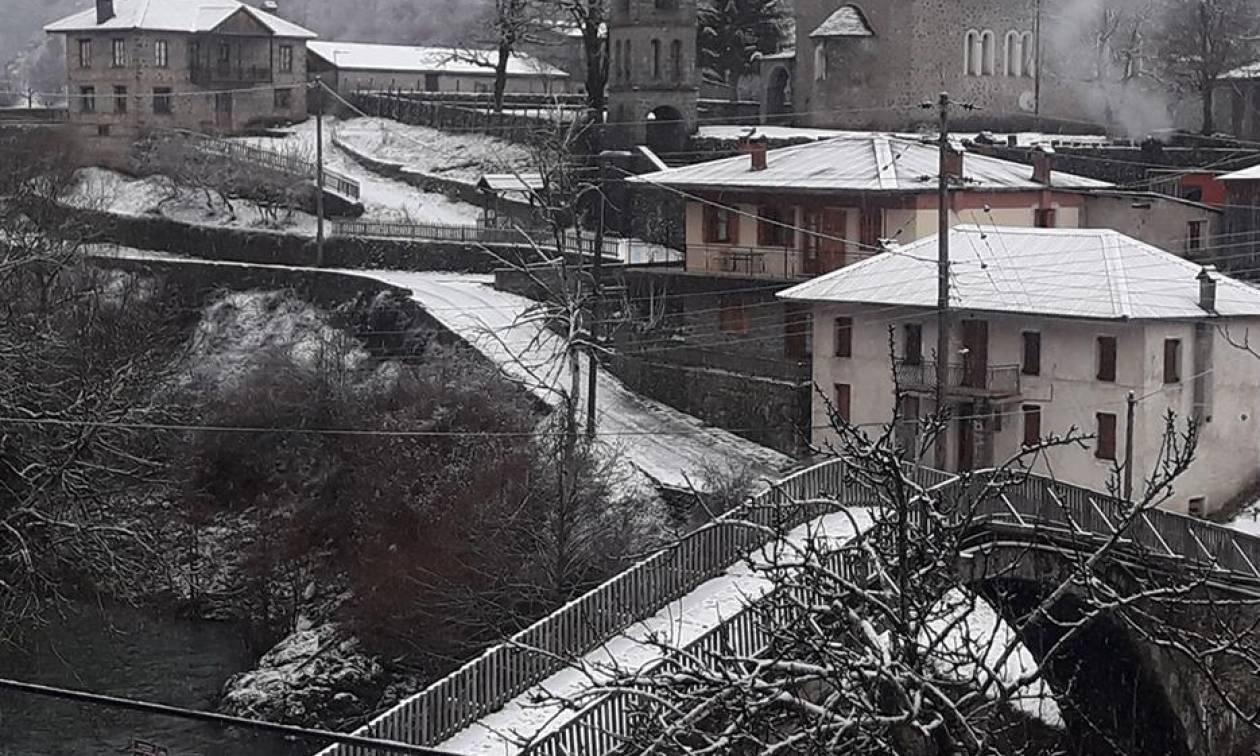Καιρός τώρα: Χιόνια και καταιγίδες σαρώνουν τη χώρα - Στα λευκά η Πάρνηθα - Δείτε LIVE πού χιονίζει
