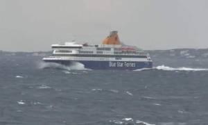 Συγκλονιστικό βίντεο: Μάχη του Blue Star Delos για να δέσει στη Νάξο