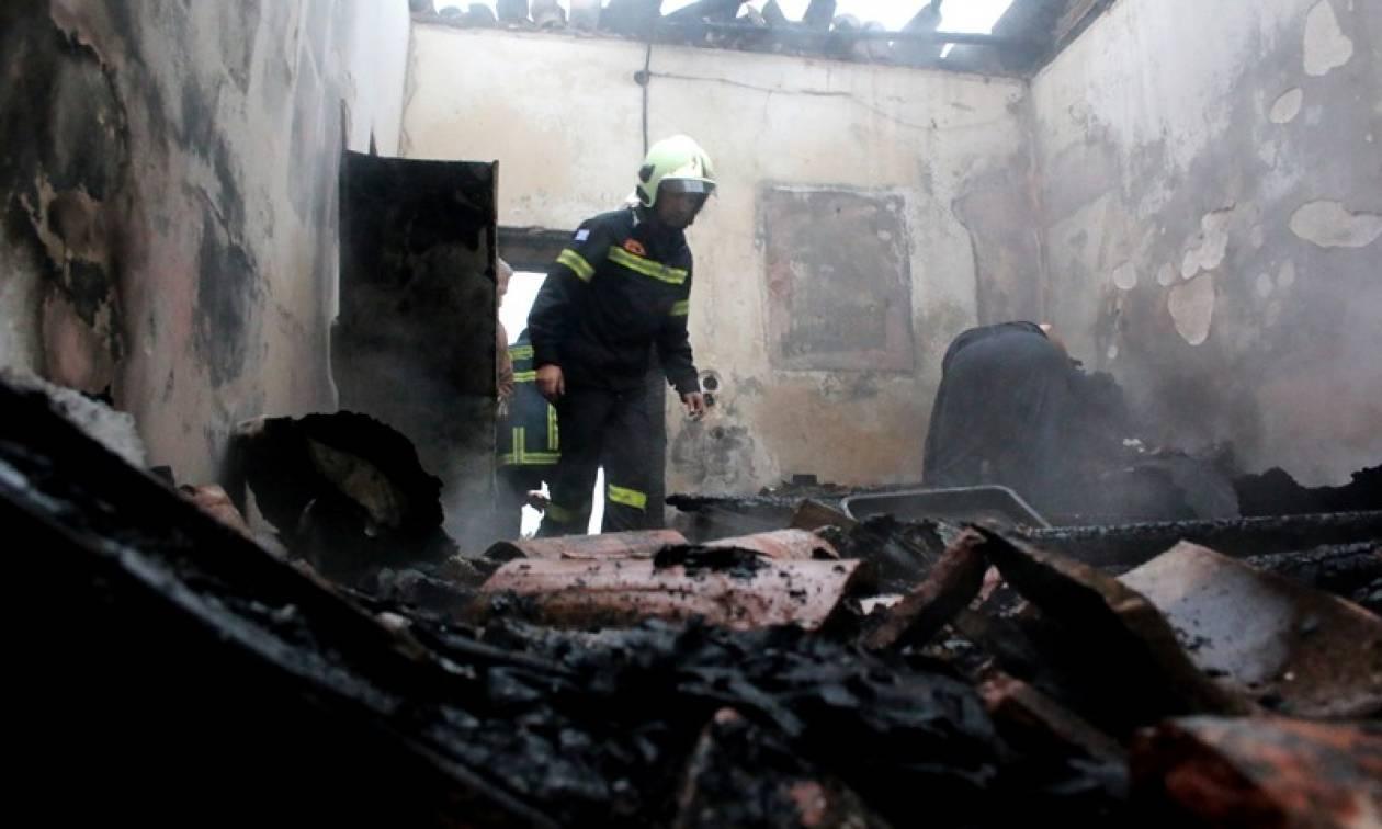 Φωτιά - Λαμία: Στις φλόγες σπίτι ηλικιωμένης (pics)