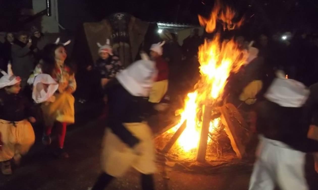 Παραμονή Θεοφανείων: Οι Καππαδόκες της Νέας Καρβάλης αναβίωσαν τα «Σάγια»