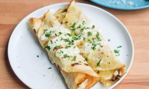 Κρέπες με τυρί κρέμα και κοτόπουλο. Μία φανταστική συνταγή