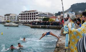 Θεοφάνεια 2018: Πλήθος κόσμου για τον Αγιασμό των Υδάτων στη Ζάκυνθο (videos)