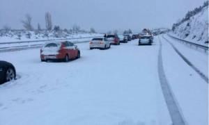 Χάος στην Ισπανία: 4.000 οδηγοί εγκλωβίστηκαν έξω από την Μαδρίτη λόγω του σφοδρού χιονιά