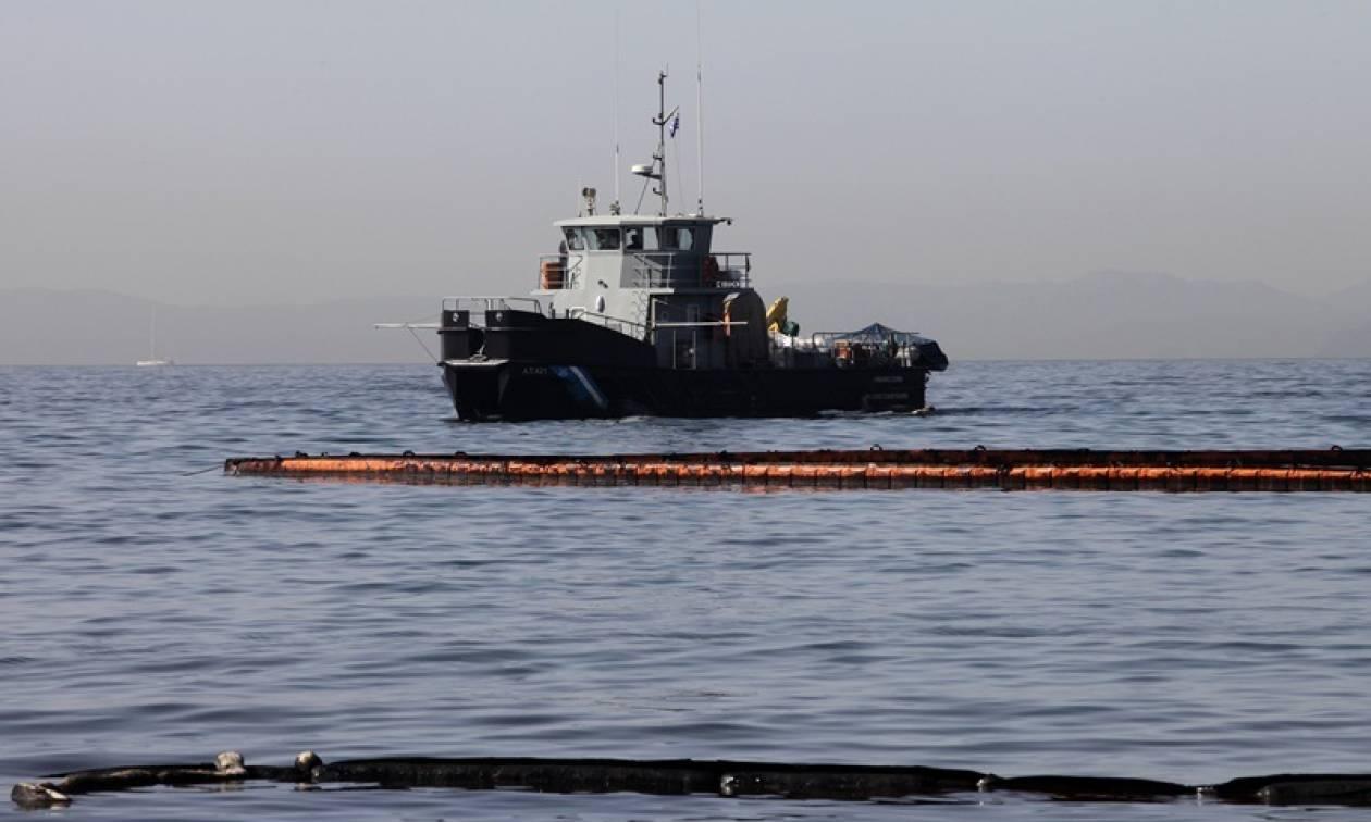 Δραπετσώνα: Θαλάσσια ρύπανση από καταμαράν