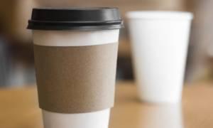 Μετά τις πλαστικές σακούλες έρχεται φόρος και στα ποτηράκια του καφέ!