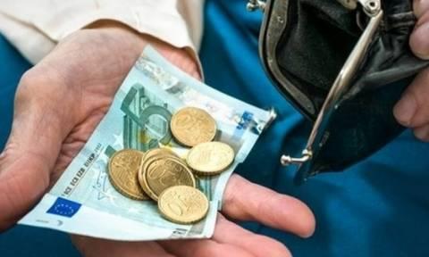 «Βόμβα»: Αυτές είναι οι νέες συντάξεις - Δείτε αναλυτικά πόσα χρήματα θα χάσετε (ΠΙΝΑΚΑΣ)