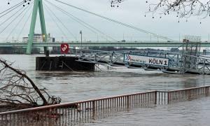 Γερμανία: Ανεβαίνει επικίνδυνα η στάθμη του Ρήνου (pics)