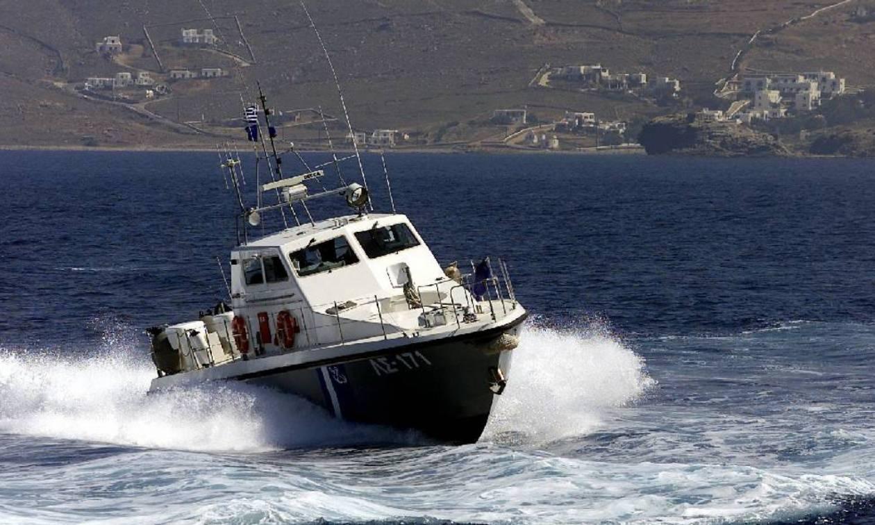 Συναγερμός στον Πειραιά για πτώμα στη θάλασσα