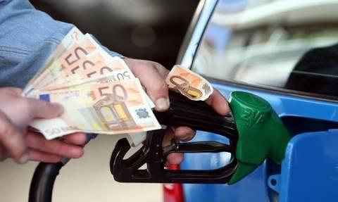 Στα ύψη οι τιμές των καυσίμων - Τρελή «κούρσα» για την αμόλυβδη