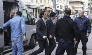 Πανηγυρίζουν στην Τουρκία για την αναστολή χορήγησης ασύλου στον Τούρκο στρατιωτικό