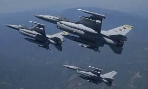 Νέο μπαράζ παραβιάσεων και εικονική αερομαχία με οπλισμένα τουρκικά μαχητικά στο Αιγαίο