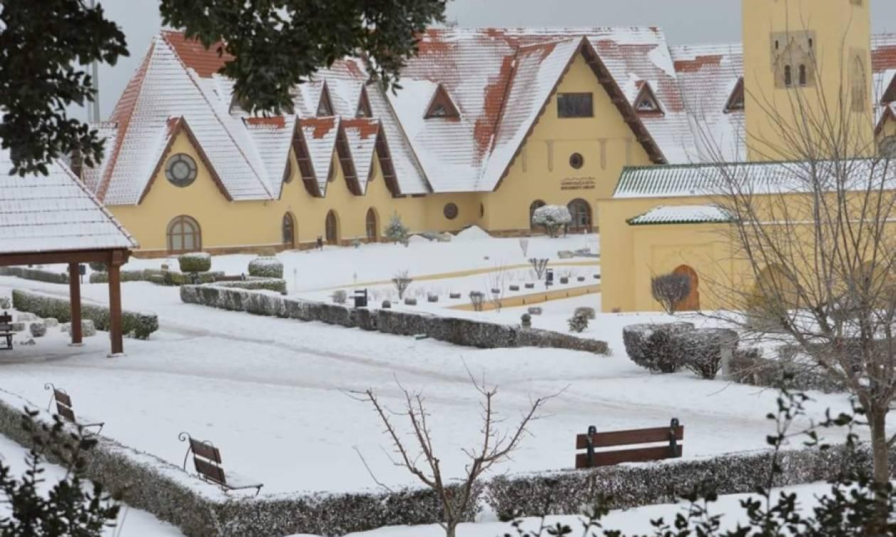 Αντιμέτωπο με συνήθιστα τσουχτερό κρύο και χιονοπτώσεις το Μαρόκο!