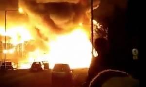 Λονδίνο: Μεγάλη πυρκαγιά σε εργοστάσιο χρωμάτων (vids)