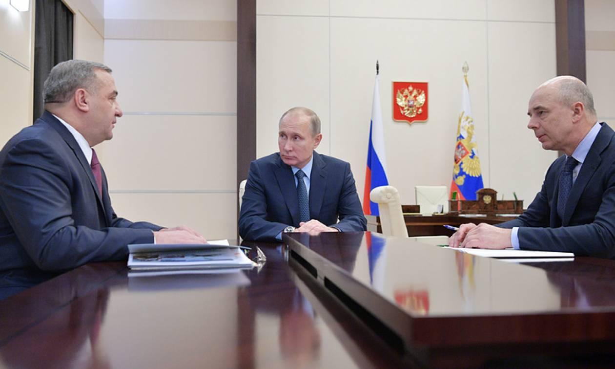Путин обсудил с Пучковым и Силуановым программу дальнейшего оснащения МЧС