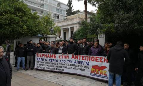 PAME holds protest at Maximos Mansion