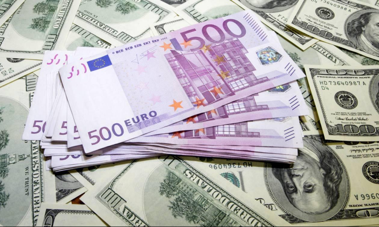 Bloomberg: Χαμηλές οι αποδόσεις των ελληνικών ομολόγων έναντι των αμερικανικών