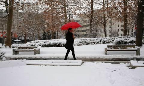 Έκτακτο δελτίο επιδείνωσης καιρού: Καταιγίδες και χιόνια τις επόμενες ώρες – Πού θα «χτυπήσουν»