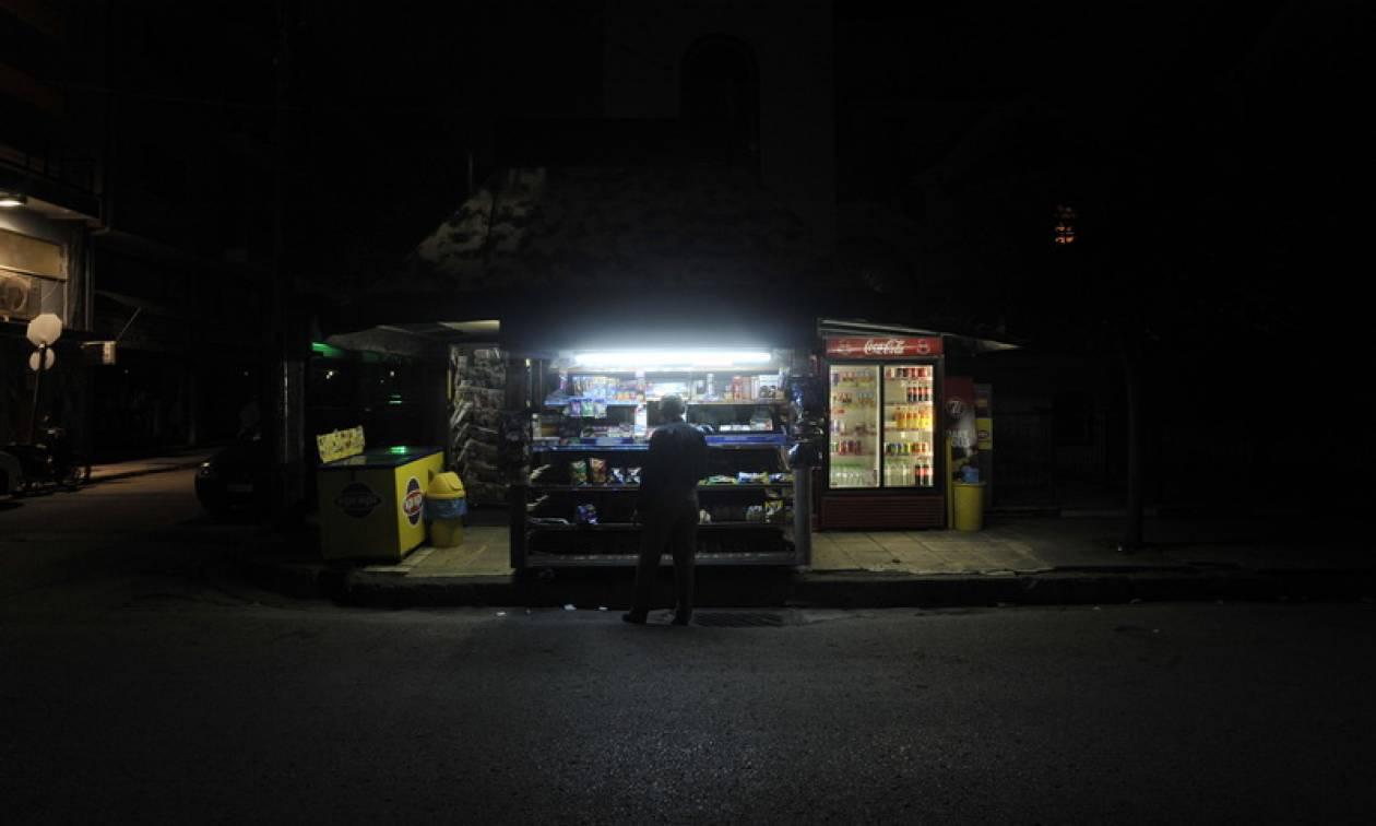 Τροχαίο με τραυματία στο Παλαιό Φάληρο - Όχημα έπεσε πάνω σε περίπτερο