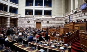 Βουλή - Πολυνομοσχέδιο: Χαμός ματαξύ βουλευτών ΣΥΡΙΖΑ-ΚΚΕ για την εισβολή του ΠΑΜΕ