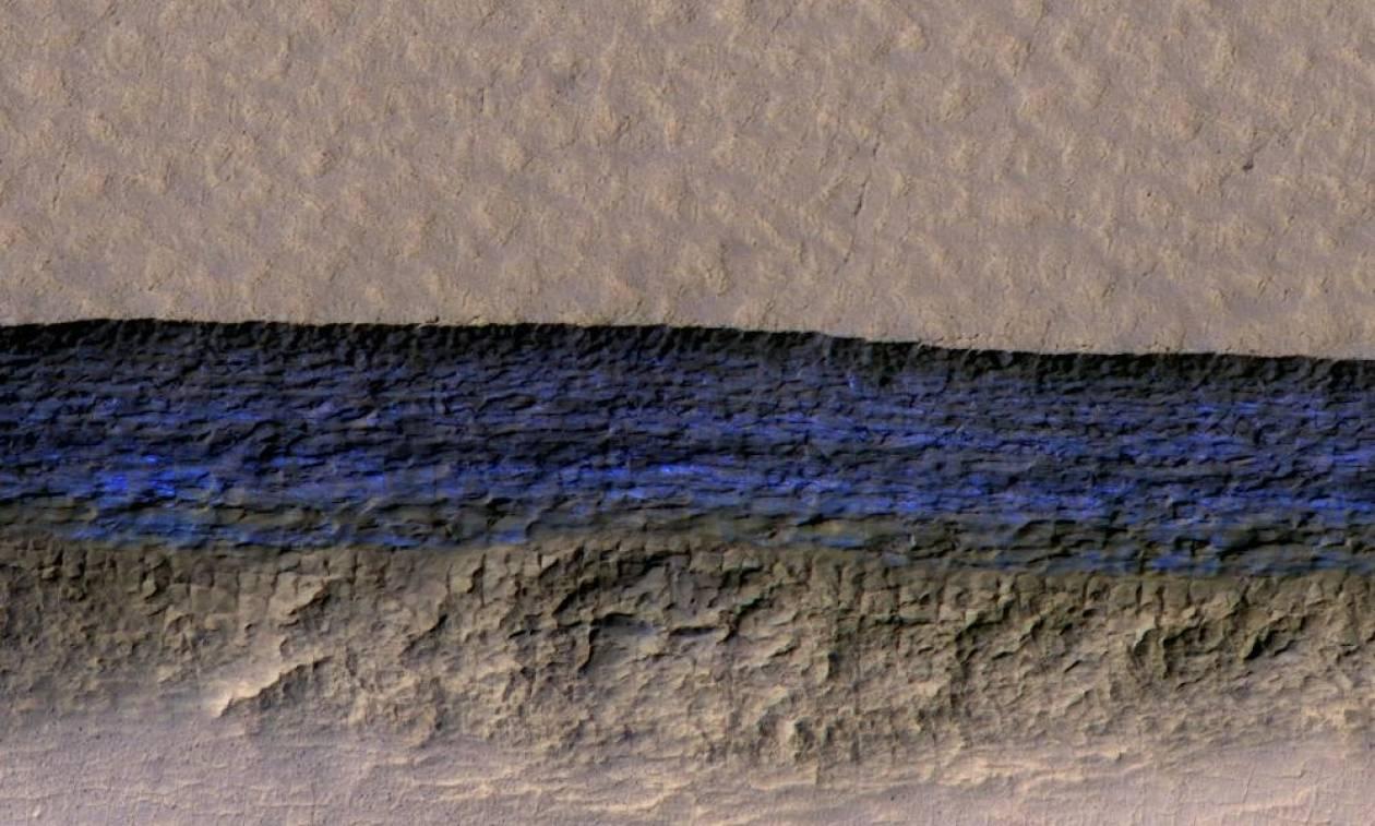 Σπουδαία ανακάλυψη: Εντόπισαν αποθέματα παγωμένου νερού κάτω από την επιφάνεια του Άρη
