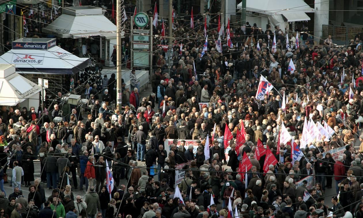 Απεργία: Ολοκληρώθηκε η πορεία του ΠΑΜΕ στο κέντρο της Αθήνας (pics)