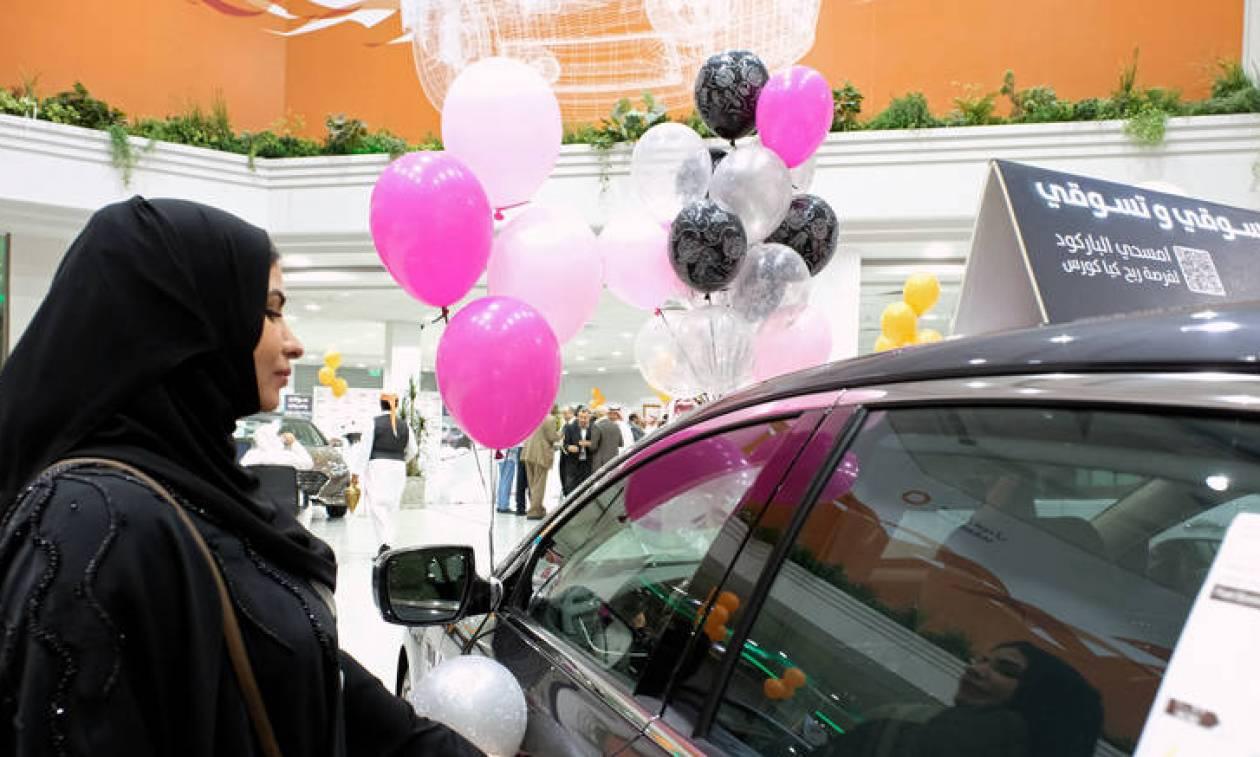 Έκθεση αυτοκινήτου μόνο για γυναίκες στη Τζέντα (pics)