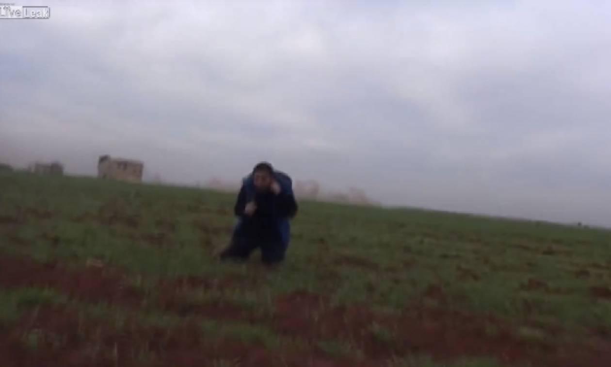 Δημοσιογράφος στη Συρία γλίτωσε από βόμβα παρά... τρίχα! (video)