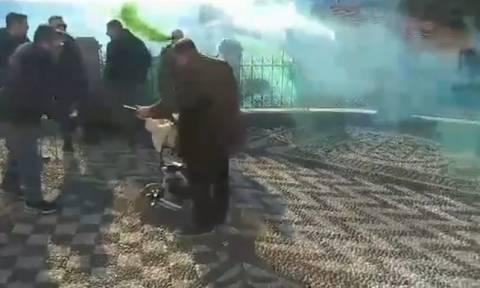 Απίστευτο: Μετέτρεψαν τη βάφτιση σε... γήπεδο! (video)