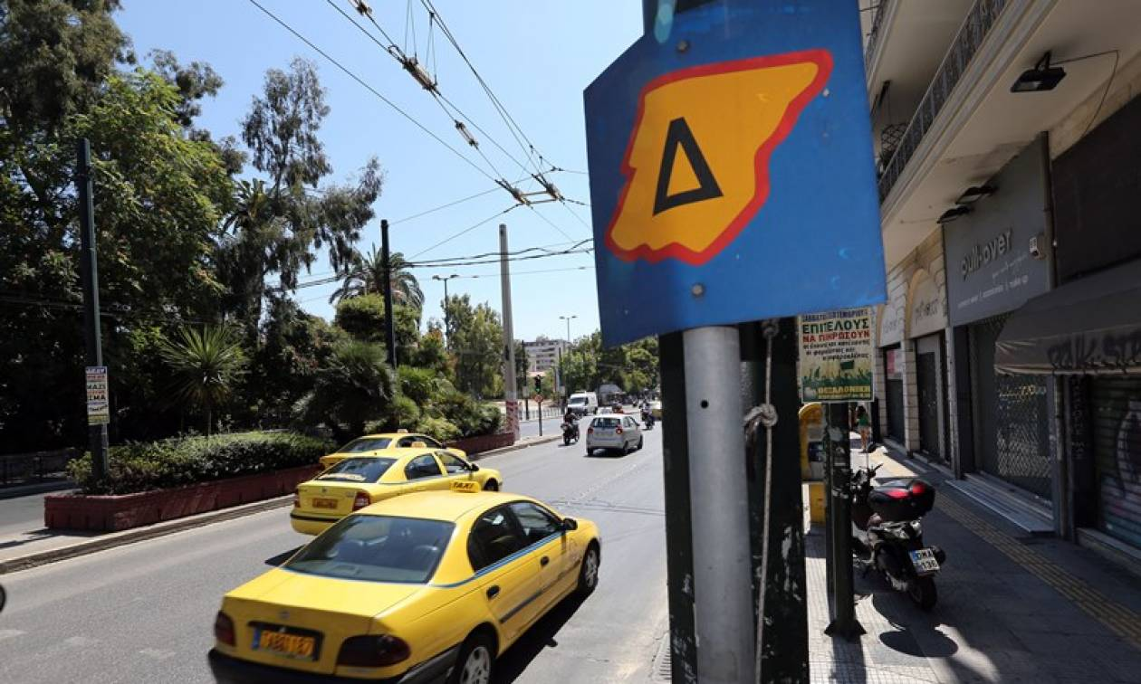 Traffic restrictions in central Athens suspended on Monday due to strikes