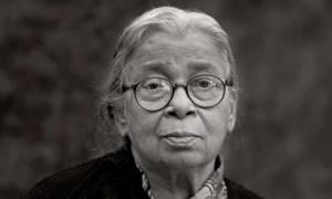 Mahasweta Devi: Ποια είναι η συγγραφέας και ακτιβίστρια που τιμά με doodle η Google