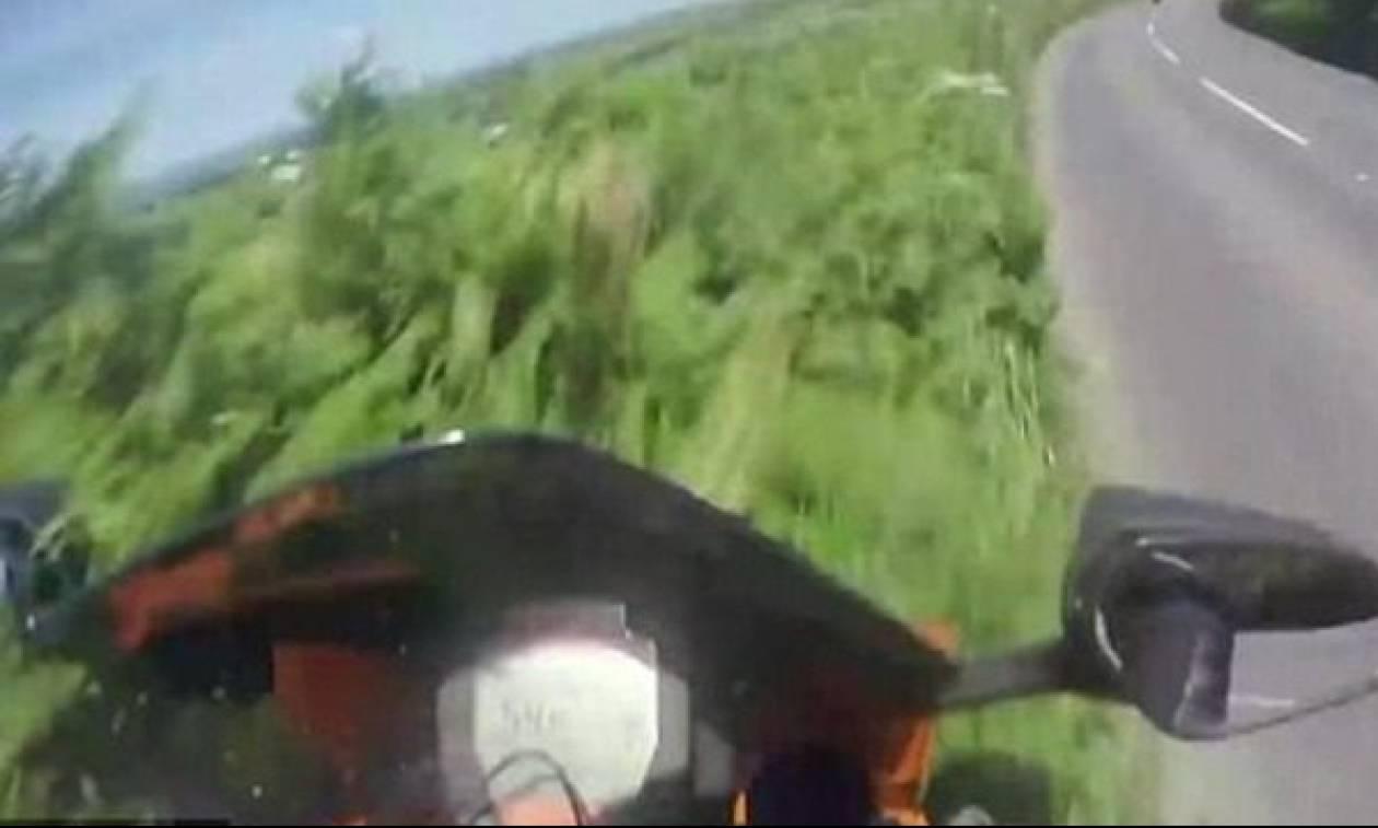Βίντεο - σοκ: Μοτοσικλετιστής εκτοξεύτηκε πάνω σε στροφή με 193 χλμ/ώρα
