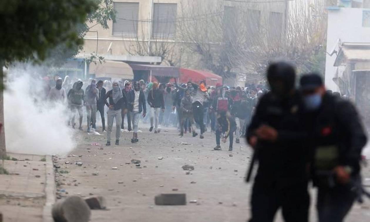 Τυνησία: Αστυνομική επέμβαση με δακρυγόνα σε συνοικία της Τύνιδας