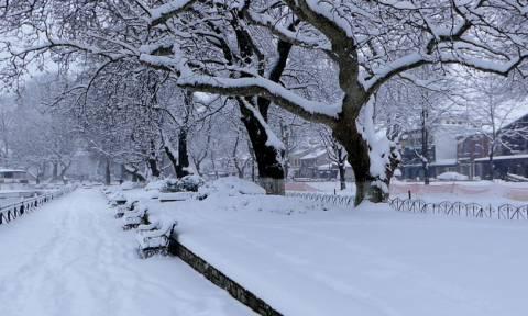 Καιρός τώρα - Η ΕΜΥ προειδοποιεί για την κακοκαιρία: Σε αυτές τις περιοχές θα χιονίσει σε λίγες ώρες