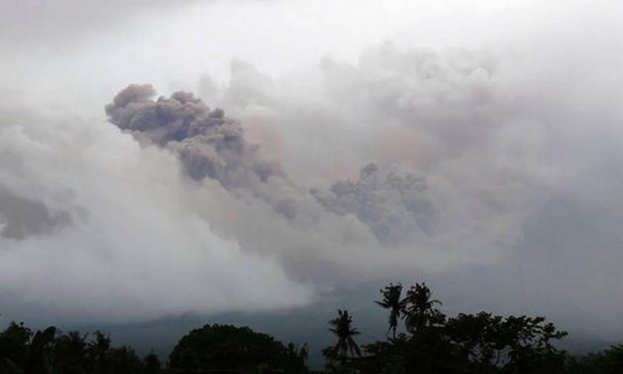 Συναγερμός στις Φιλιππίνες: Εκκενώνονται χιλιάδες σπίτια-Το ηφαίστειο Μαγιόν εκτοξεύει τέφρα (pics)