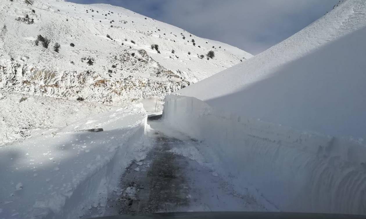 Καιρός: «Βουνό» το χιόνι στο Βελούχι (vid)