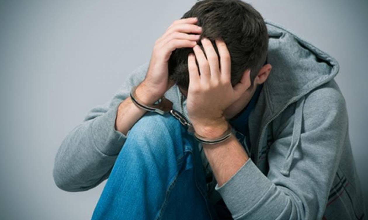 Από μικρός στα ... «κόλπα»: Χειροπέδες σε 17χρονο  για διακίνηση ναρκωτικών