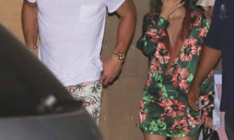 Άδοξο τέλος; Ο σύντροφος του supermodel και τα τρυφερά τετ-α-τετ του με άλλη γυναίκα