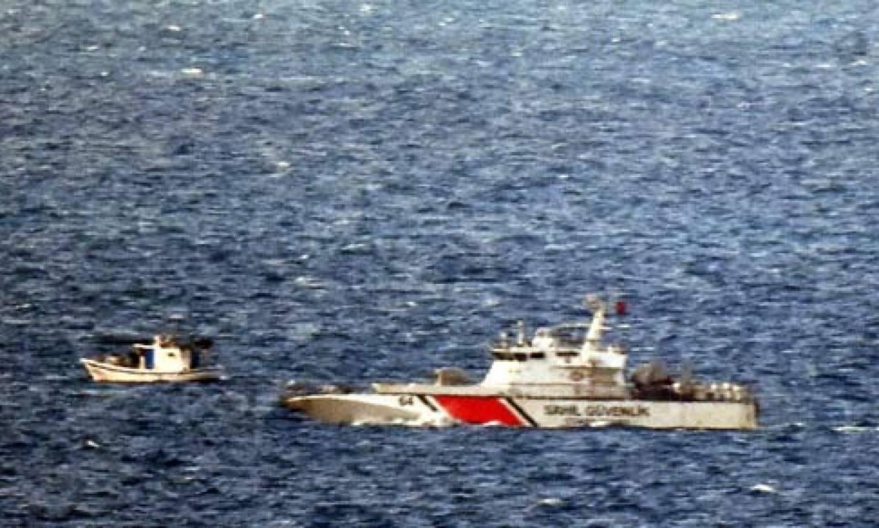 Βίντεο - ντοκουμέντο: Τουρκική ακταιωρός παρενοχλεί Έλληνες ψαράδες στα Ίμια