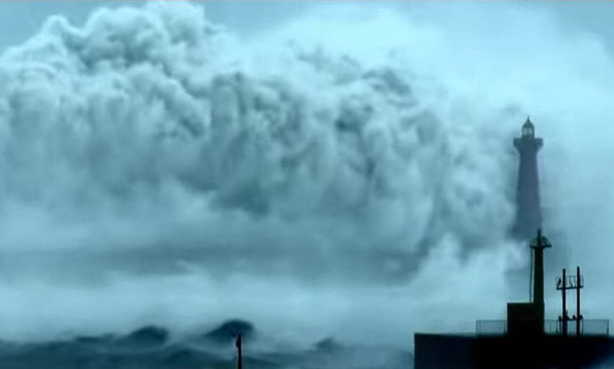 Εικόνες Αποκάλυψης! Η μεγαλύτερη θύελλα που έχετε δει με κύματα 20 μέτρων (video)