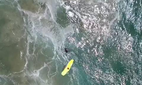 Συγκλονιστικό βίντεο: Drone σώζει κολυμβητές λίγο πριν πνιγούν – Πρώτη φορά στα παγκόσμια χρονικά