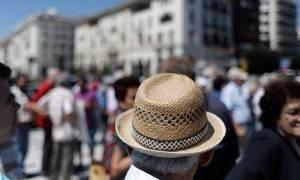 «Δεν έχουμε χρήματα για λογαριασμούς και ρεύμα» λένε οι συνταξιούχοι