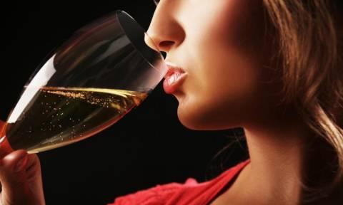 Η παράξενη είδηση της ημέρας: Απαγόρευσαν το αλκοόλ σε όλες τις γυναίκες της χώρας