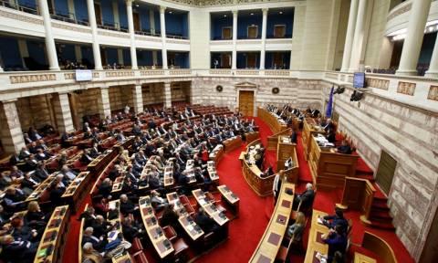 Βουλή: Τροπολογία του ΥΠΟΙΚ φέρνει αλλαγές στο φόρο διαμονής